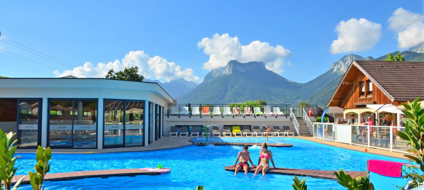 Camping la ravoire is located in haute savoie next to lake - Camping lac aiguebelette avec piscine ...