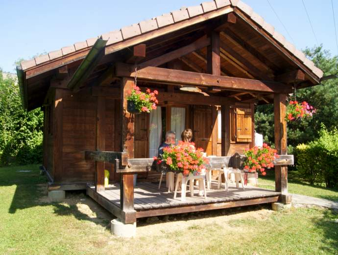 chalets and mobile homes situated within a 8217 s throw of lake annecy